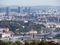 Γέφυρα σιδηροδρόμων, Πράγα που βλέπει από τον πύργο Petrin Στοκ Φωτογραφίες