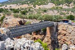 Γέφυρα σιδήρου πέρα από το φαράγγι Aradena, νησί της Κρήτης Στοκ Φωτογραφίες