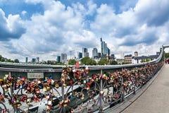 Γέφυρα σιδήρου στην πόλη της Φρανκφούρτης Αμ Μάιν Στοκ Φωτογραφίες