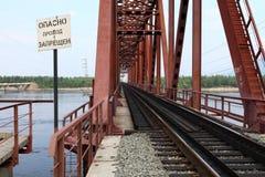 Γέφυρα σιδηροδρόμου στη Σιβηρία Στοκ φωτογραφία με δικαίωμα ελεύθερης χρήσης