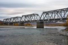 Γέφυρα σιδηροδρόμων που περιβάλλεται από τα τοπία φθινοπώρου Στοκ εικόνες με δικαίωμα ελεύθερης χρήσης