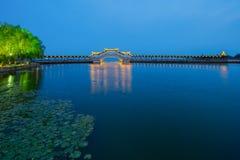 Γέφυρα στη λίμνη Στοκ Φωτογραφία