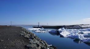 Γέφυρα στη λίμνη Jökulsarlon Στοκ Φωτογραφία