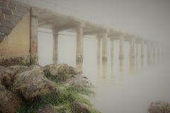 Γέφυρα στις αρχαίες σφαίρες στοκ φωτογραφία