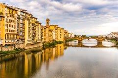 Γέφυρα στον ποταμό Arno στη Φλωρεντία, Ιταλία Στοκ Φωτογραφία