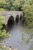 Γέφυρα στον τρόπο στη δεξαμενή Anglezarke κοντά σε Horwich Στοκ Εικόνες