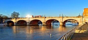 Γέφυρα στο Κίνγκστον επάνω στον Τάμεση Στοκ φωτογραφία με δικαίωμα ελεύθερης χρήσης