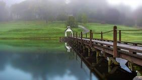Γέφυρα στο φθινόπωρο Στοκ Φωτογραφίες