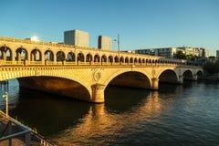 Γέφυρα στο φως του ήλιου στο Παρίσι Στοκ φωτογραφία με δικαίωμα ελεύθερης χρήσης