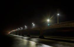 Γέφυρα συνομοσπονδίας τη νύχτα Στοκ Εικόνες