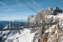 Γέφυρα σχοινιών Skywalk στο βουνό Dachstein Στοκ Εικόνες