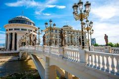 Γέφυρα τέχνης στα Σκόπια Στοκ φωτογραφία με δικαίωμα ελεύθερης χρήσης