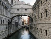Γέφυρα της Βενετίας doges στεναγμών του παλατιού και του καναλιού Στοκ Εικόνα