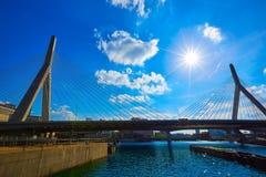 Γέφυρα της Βοστώνης Zakim στο Hill Μασαχουσέτη αποθηκών Στοκ φωτογραφία με δικαίωμα ελεύθερης χρήσης