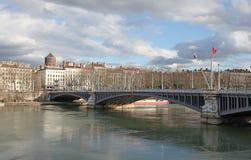 Γέφυρα της Λυών, Λαφαγέτ πέρα από τον ποταμό Ροδανός Στοκ φωτογραφία με δικαίωμα ελεύθερης χρήσης