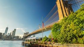 Γέφυρα της Νέας Υόρκης Μανχάταν που κινεί την ημέρα Timelapse φιλμ μικρού μήκους