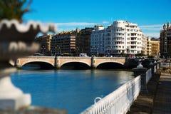 Γέφυρα της Catalina Anta πέρα από τον ποταμό Urumea σε Sant Sebastian Στοκ Εικόνα