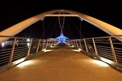 Γέφυρα τη νύχτα στοκ εικόνες