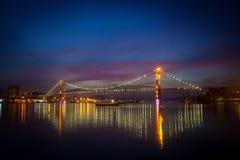 Γέφυρα τη νύχτα στοκ φωτογραφίες με δικαίωμα ελεύθερης χρήσης