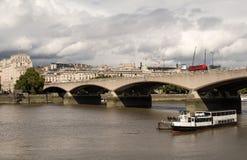 Γέφυρα του Βατερλώ στο Λονδίνο πέρα από τον ποταμό Τάμεσης Στοκ φωτογραφία με δικαίωμα ελεύθερης χρήσης
