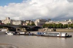 Γέφυρα του Βατερλώ στο Λονδίνο πέρα από τον ποταμό Τάμεσης Στοκ Εικόνα