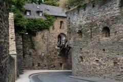 Γέφυρα του γερμανικού κάστρου αποκαλούμενου Rheinfels Στοκ Εικόνες