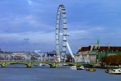 Γέφυρα του Γουέστμινστερ και το μάτι του Λονδίνου - Λονδίνο Στοκ φωτογραφία με δικαίωμα ελεύθερης χρήσης