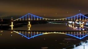 Γέφυρα του Κίεβου που φωτίζονται και Dnepr ποταμός Timelapse απόθεμα βίντεο