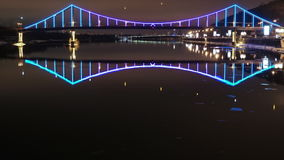 Γέφυρα του Κίεβου που φωτίζονται και Dnepr ποταμός Timelapse φιλμ μικρού μήκους