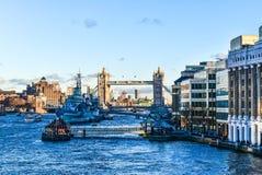 Γέφυρα του Λονδίνου με τα σκάφη Στοκ εικόνα με δικαίωμα ελεύθερης χρήσης