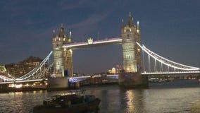Γέφυρα του Λονδίνου τη νύχτα στοκ φωτογραφία