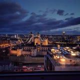 Γέφυρα του Λονδίνου κάτω από τους καλμένους ουρανούς Στοκ φωτογραφία με δικαίωμα ελεύθερης χρήσης