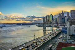 Γέφυρα του Μανχάταν και ηλιοβασίλεμα και κυκλοφορία οριζόντων της Νέας Υόρκης Στοκ φωτογραφίες με δικαίωμα ελεύθερης χρήσης