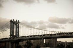 Γέφυρα του Μανχάταν, κτήρια στο εκλεκτής ποιότητας ύφος Στοκ Φωτογραφία