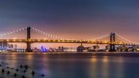 Γέφυρα του Μανχάταν στο σούρουπο στοκ εικόνες