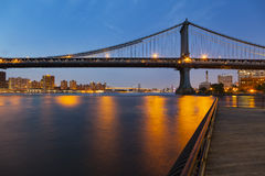 Γέφυρα του Μανχάταν τη νύχτα Στοκ εικόνες με δικαίωμα ελεύθερης χρήσης