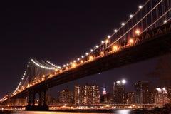Γέφυρα του Μανχάτταν τη νύχτα, πόλη της Νέας Υόρκης Στοκ Εικόνες