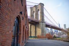 Γέφυρα του Μπρούκλιν στην πλευρά του Μπρούκλιν στοκ εικόνες με δικαίωμα ελεύθερης χρήσης