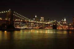 Γέφυρα του Μπρούκλιν τη νύχτα Στοκ φωτογραφία με δικαίωμα ελεύθερης χρήσης