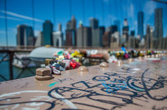 Γέφυρα του Μπρούκλιν, ένα World Trade Center και οικονομική περιοχή: Καλοκαίρι στο Μανχάταν Στοκ Φωτογραφία