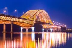 Γέφυρα του όμορφου ποταμού Han γεφυρών της Σεούλ Banghwa τη νύχτα, Σεούλ, Νότια Κορέα στοκ εικόνα με δικαίωμα ελεύθερης χρήσης