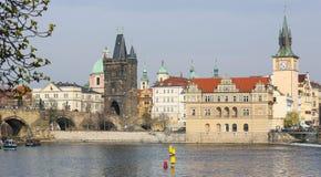 Γέφυρα του Charles και ο παλαιός πύργος γεφυρών στην Πράγα, τσεχικό Republi Στοκ Φωτογραφίες