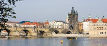Γέφυρα του Charles και ο παλαιός πύργος γεφυρών στην Πράγα, τσεχικό Republi Στοκ φωτογραφίες με δικαίωμα ελεύθερης χρήσης