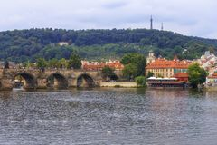 Γέφυρα του Charles, Πράγα cesky τσεχική πόλης όψη δημοκρατιών krumlov μεσαιωνική παλαιά Στοκ Φωτογραφία