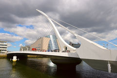 Γέφυρα του Samuel Beckett που διασχίζει τον ποταμό Liffey στο Δουβλίνο Στοκ Φωτογραφίες