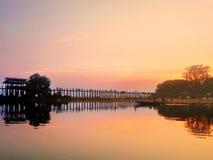 Γέφυρα του U Bein ηλιοβασιλέματος Στοκ Εικόνες