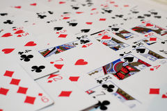 Γέφυρα των καρτών και άσσος της καρδιάς στοκ φωτογραφίες