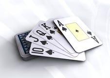 Γέφυρα των καρτών πόκερ που αποκαλύπτουν το βασιλικό επίπεδο χέρι Στοκ Φωτογραφίες