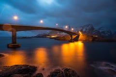 Γέφυρα τόξων, Lofoten, Νορβηγία στοκ εικόνες με δικαίωμα ελεύθερης χρήσης