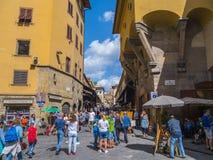 Γέφυρα Φλωρεντία - μια δημοφιλής θέση Vecchio Ponte για τους τουρίστες - ΦΛΩΡΕΝΤΙΑ/ΙΤΑΛΙΑ - 12 Σεπτεμβρίου 2017 Στοκ εικόνες με δικαίωμα ελεύθερης χρήσης